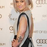 Свежие фотографии татуировок Келли Осборн, от которых та решила избавиться