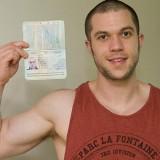 Мужчина сделал татуировку паспорта на спине (фото и видео)