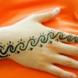 Татуировки хной на руках у девушек (10 фото)