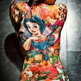 Татуировки мультфильмы на спине у девушки