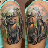 Татуировка дракона на руке и плече