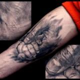 Рука в руке на руке