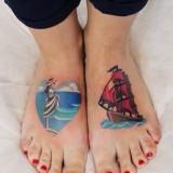 Парная татуировка с кораблем на ноге