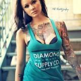 Красивая девушка в татуировках (6 фото)