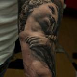 Тату: скульптура на руке