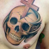 Религиозная тату: крест и череп