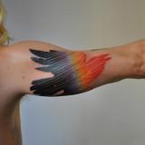 Тату: птица на руке
