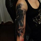Девушка на руке девушки