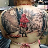 Красная шапочка на спине