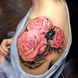 Роза на плече