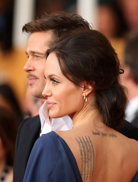 татуировка на спине анджелины джоли