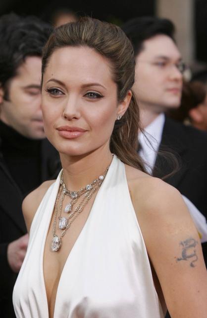 татуировки Анджелины Джоли (25)