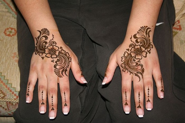 Красивые женские руки в сочетании с