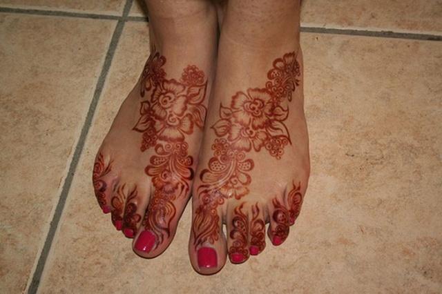 Татуировки хной менди на ногах 8