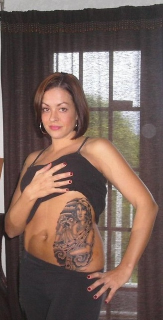 татуировки девушек на животе