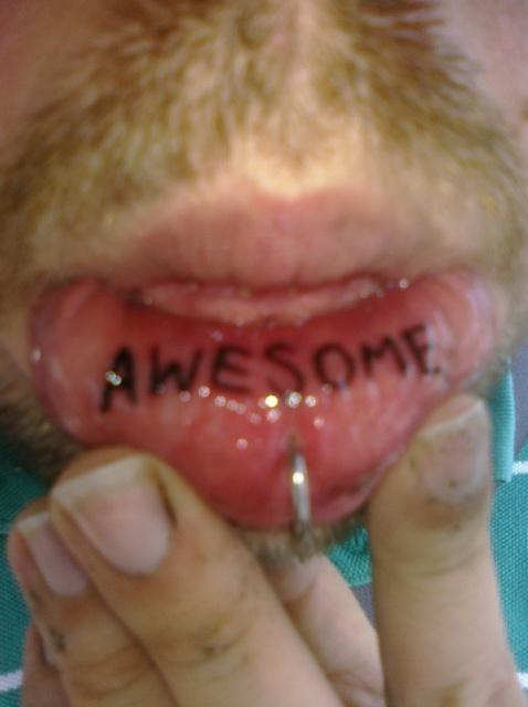 татуировки на губе (43)