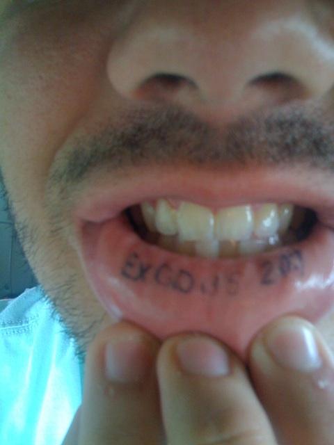 татуировки на губе (36)