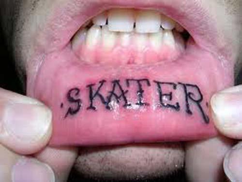татуировки на губе (16)