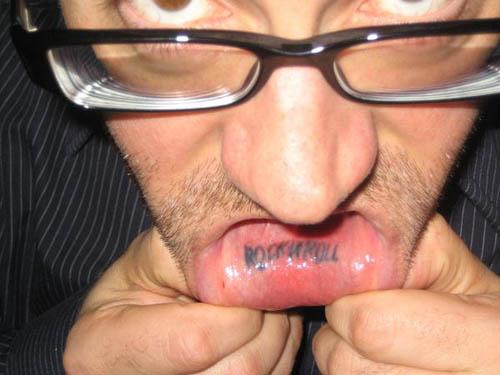 татуировки на губе (15)