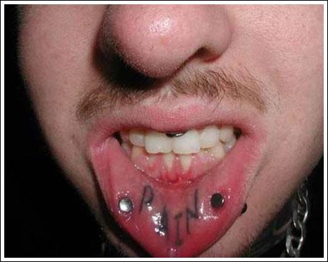 татуировки на губе (51)