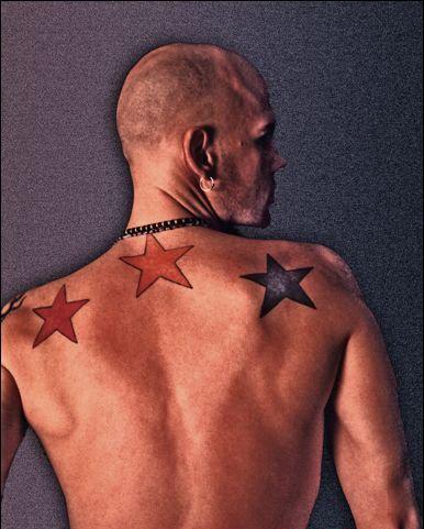 Фото татуировка звезда на мужской спине