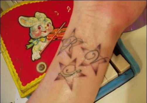 татуировка звезда на запястье