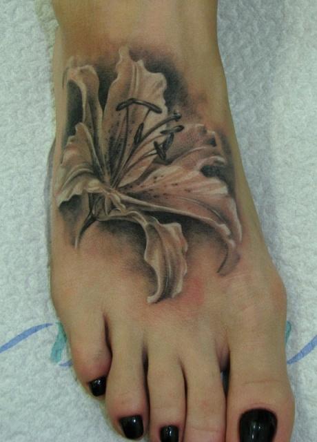 Фото тату лилии на ноге