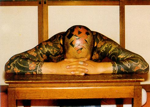 японские татуировки на голове и руках