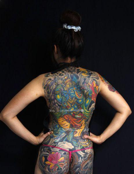 Необычные татуировки на спине