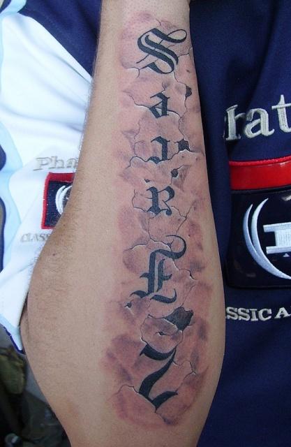 Татуировки надписи в камне