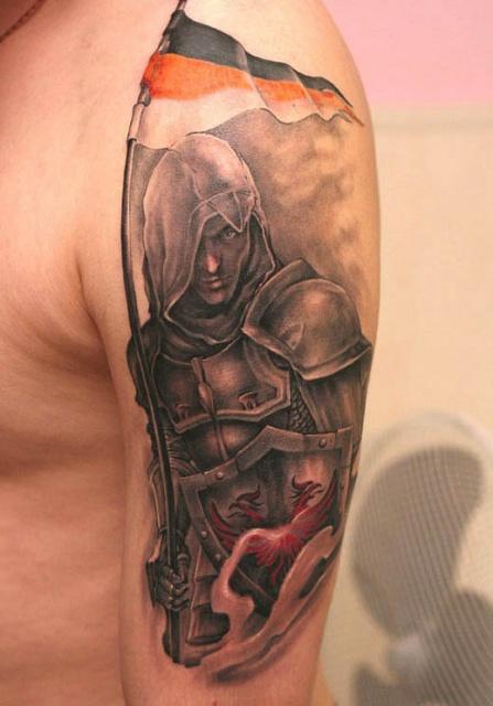 Татуировка скрытного рыцаря-ассасина на руке