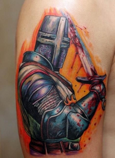 Цветная татуировка тамплиера на руке