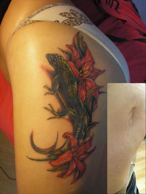 Татуировка ящерица на женской ноге