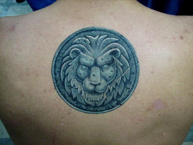 Знаки зодиака льва на спине