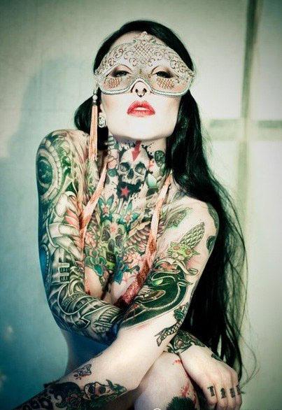 девушки и татуировки на всем теле