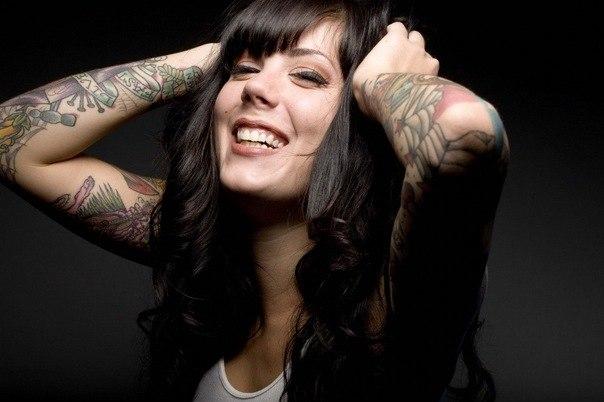 девушки и татуировки на руках