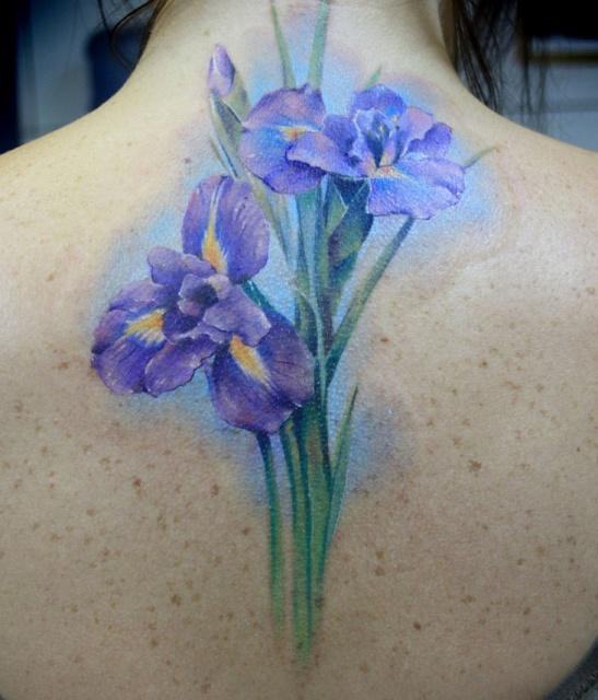 Тату цветка на спине