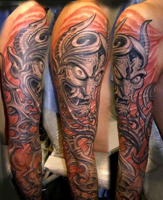 цветная татуировки биомеханика с изображением демона