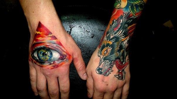 Глаз и волк на руках