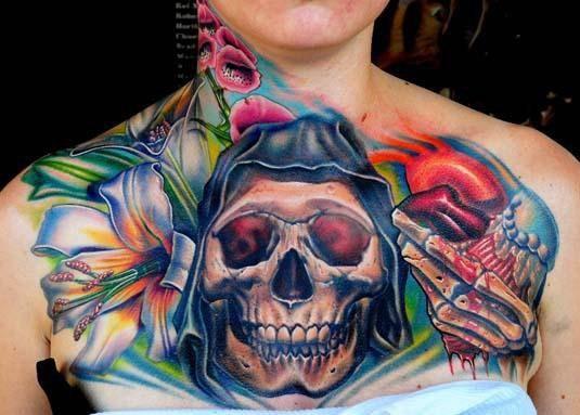 Объемный череп на груди