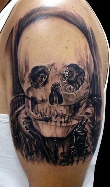 Татуировка черепа на плече