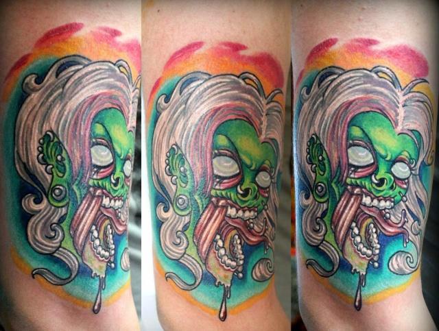 Татуировка в виде страшной женщины
