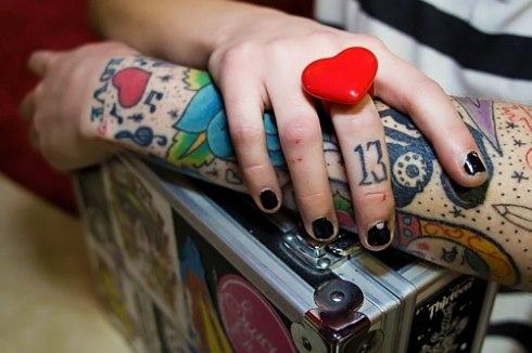 Красивые татуировки на пальце и руках