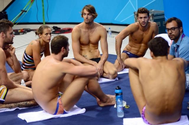 Французские спортсмены на предолимпийских сборах. Татуировка-надпись на руке