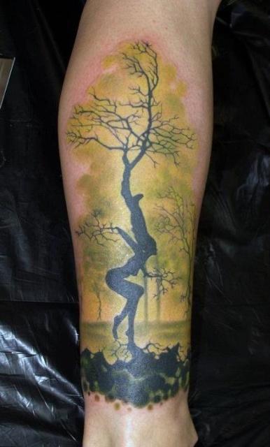 девушка-дерево на руке
