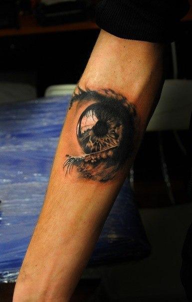 креативные татуировки: глаз на руке