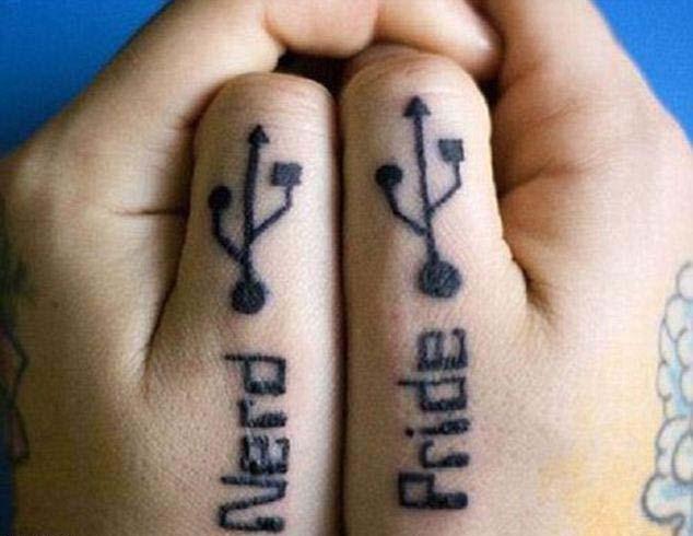 Парные татушки USB на руках