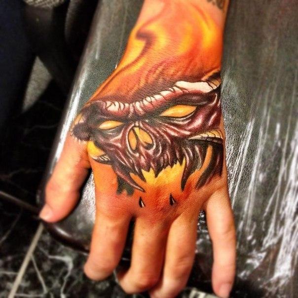 Татуировка демона на руке