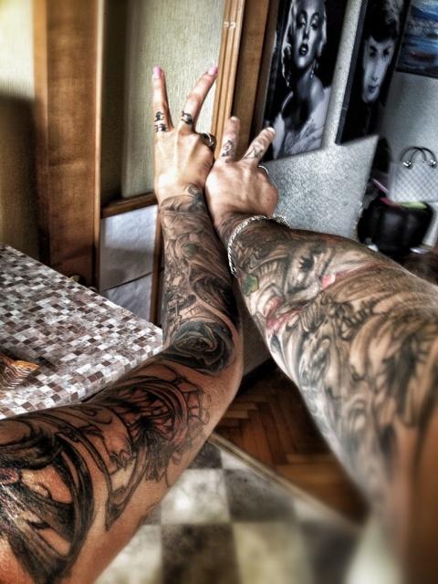 Фото руки в татуировках