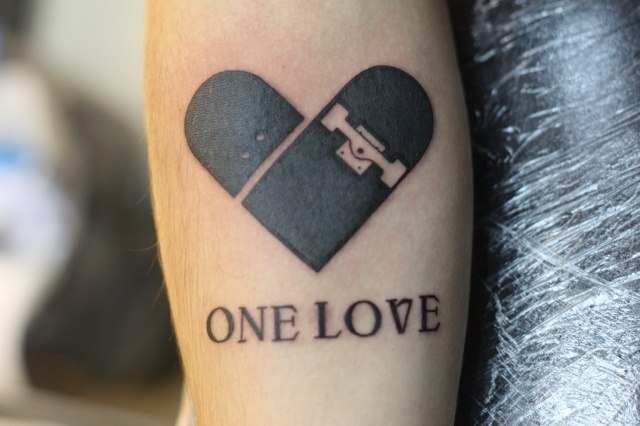 Фото татуировки сердца на руке